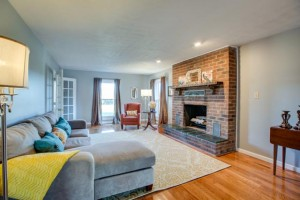 1945 Smithland Rd - Family Room